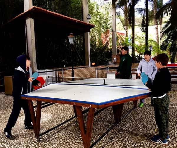 Ping-pong para 6 pessoas do acampamento